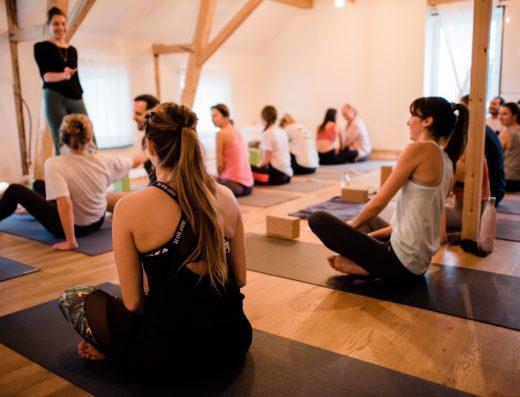 Morgens kannst du bei Soul city in Zürich Yoga üben